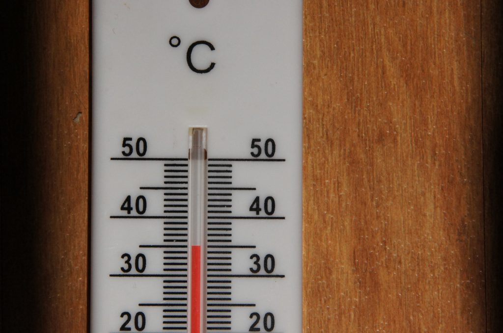 Termometer zeigt 35 Grad an